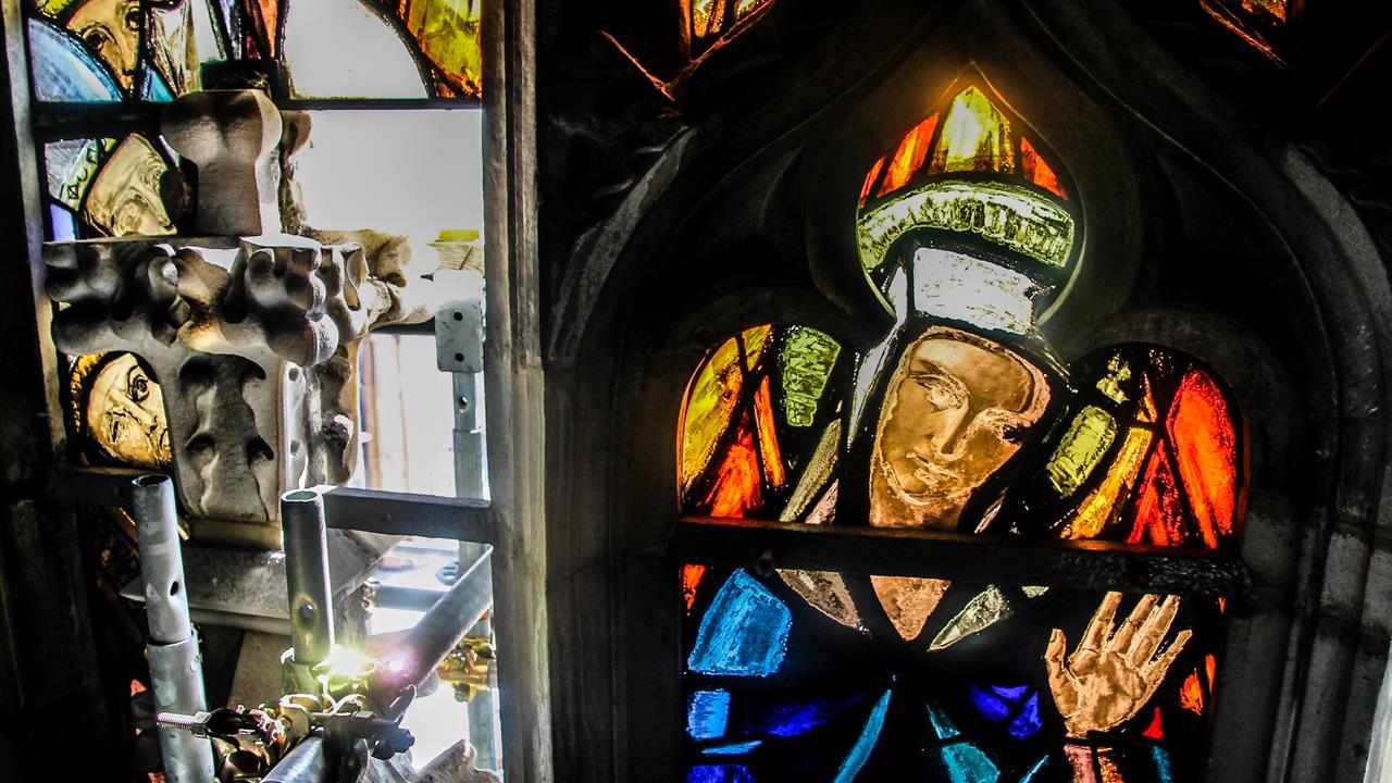Vetrata all'interno del tiburio del Duomo - particolare