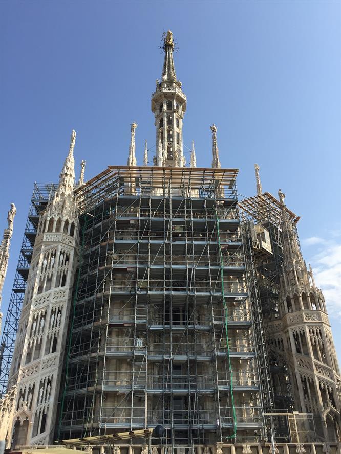 Tiburio del Duomo di Milano con i ponteggi