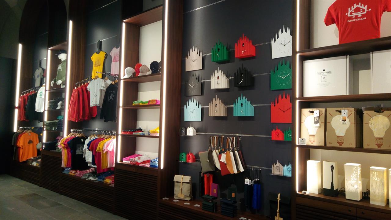 Gift ideas at the duomo shop adotta una guglia official site for Store design milano